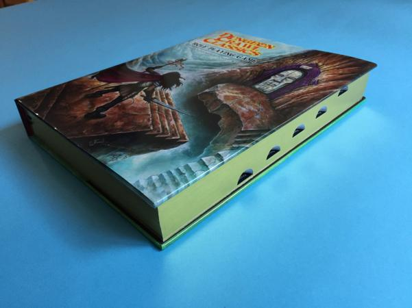 Dungeon Crawl Classics RPG Starter Box - Gilded (Limited Edition)
