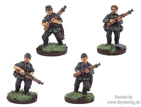 Crusader Miniatures: German Riflemen in side caps (4)