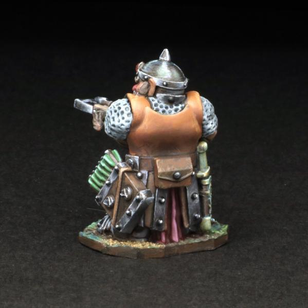 Tomb Guardians 28mm Miniatures: Dwarven Crossbowman - Nammear Oakfury