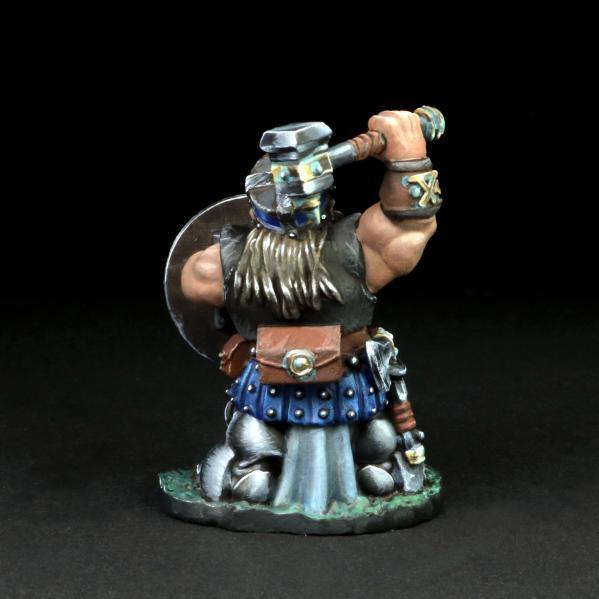 Tomb Guardians 28mm Miniatures: Dwarven Warrior w/Hammer - Banrom Krumdor