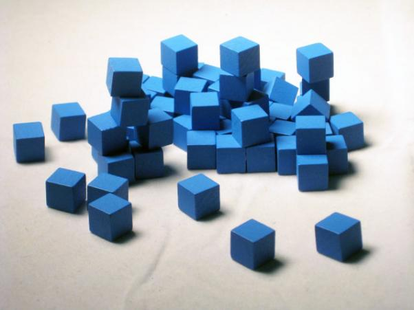 Game Accessories: 10mm Blue Wooden Cube Tokens (100 Pack)