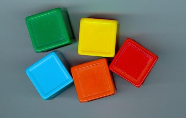 Gaming Accessories: Plastic 24mm Sticker Dice (primary colors) (5)
